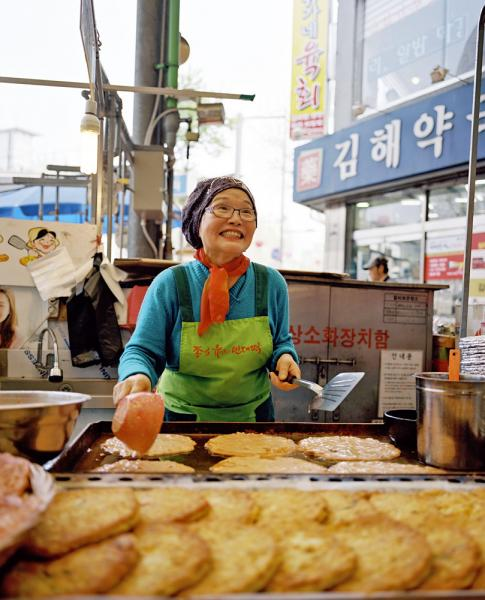 Seoul's Gwangjang Market, known for is amazing food stalls and small restaurants. One of the (many) specialties of the market is bindaetteok, a Korean mung bean pancake.